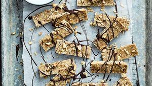 Thumb_glutenfree_peanut_butter___oat_protein_flapjack_bites_2_flahavans_flip