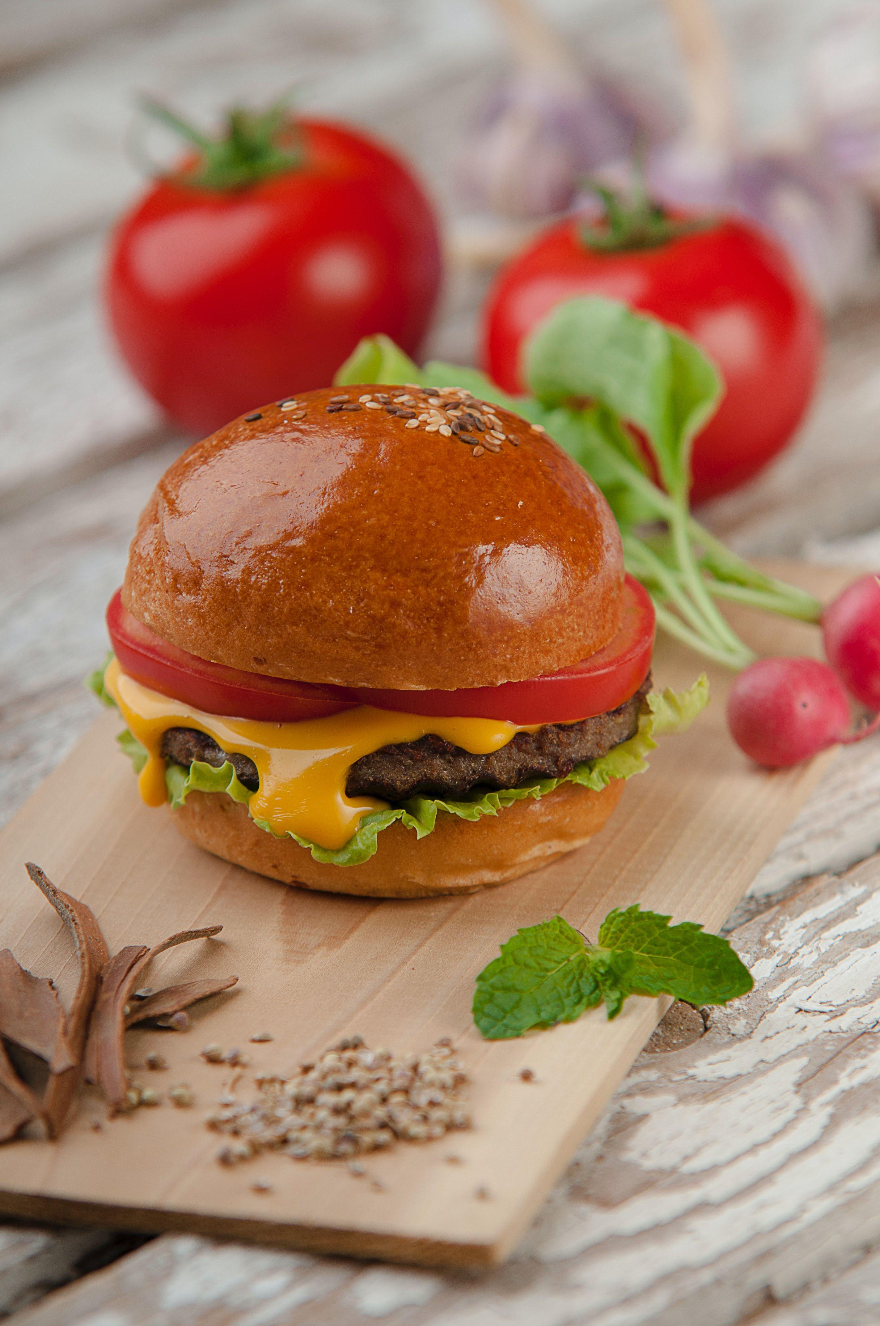 Burger_alireza-etemadi-ochmcvowrau-unsplash