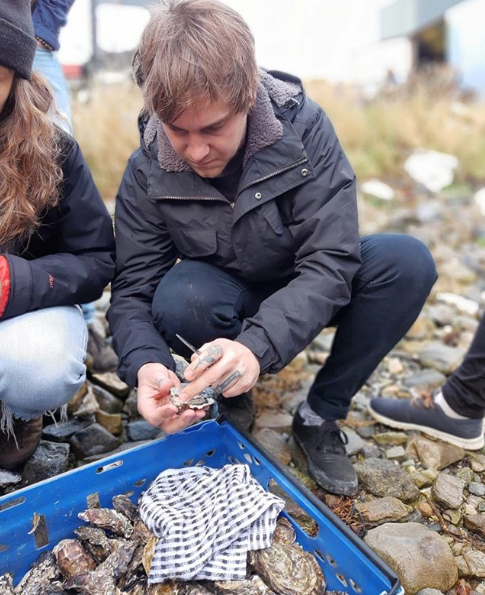 Matt shucking oysters on the west coast of Ireland after Food On The Edge 2019. Image taken from @chefmattstone on Instagram. Image by @arlenestein on Instagram.