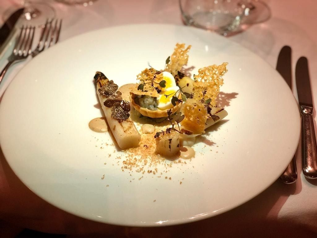 Charred White Asparagus, Black Truffle Tartlet, Pickled Onion, Comte Crisp from l'Ecrivain. Image from @lecrivaindublin on Twitter.
