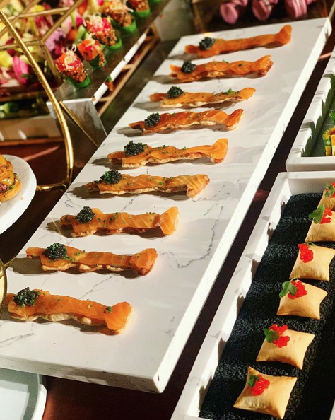 Smoked salmon on Oscar statuette-shaped crackers. Photo by @eatwithabs on Instagram.